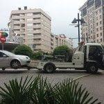 La grúa municipal de Vigo, a la caza de coches bien aparcados (Trampas para los vigueses, mientras el alcalde se ríe)