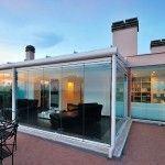 Cierre de terraza interior y el efecto de las cortinas de cristal