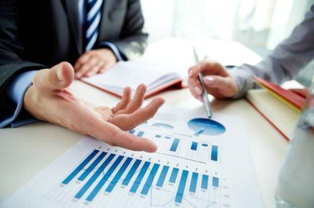 Ventajas y desventajas de contratar microcréditos online