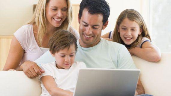 Máis do 97% dos fogares galegos con nenos e estudantes ten contratado internet