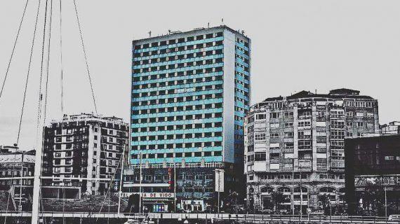 Demolición do Hotel Baía de Vigo e reconstrución do antigo Mercado da Laxe