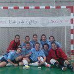 Los equipos de la UNIVERSIDAD de VIGO, dirigidos por los RedBlue Fran Fernández y Álex Castro, campeones gallegos de Fútbol Sala masculino y femenino