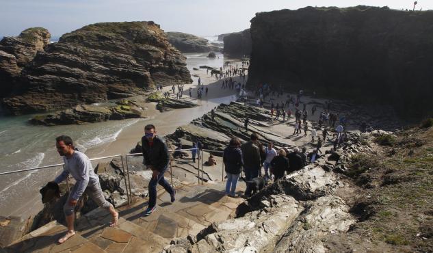En Marea pide á Xunta que elabore un informe acerca do estado da praia das Catedrais para deseñar protocolos de seguridade acordes aos riscos