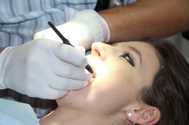 Tratamientos dentales económicos para desempleados