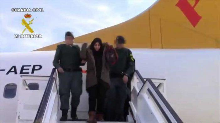 Autoridades turcas entregan a la Guardia Civil dos españolas integradas en Daesh