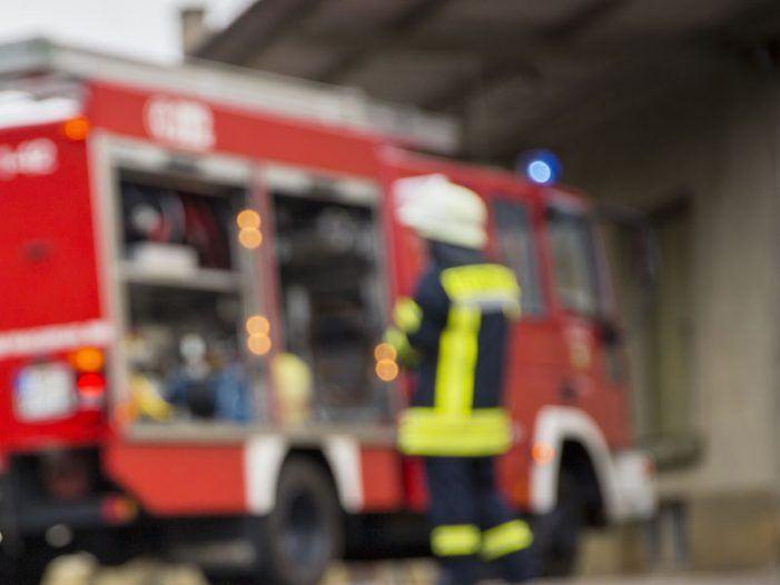 Un incendio arrasa un taller de reparación de embarcacións en Moaña sen causar danos persoais