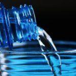 Beber agua forma parte de la solución a muchos problemas de salud