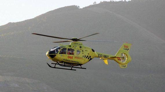 Evacuado en helicóptero medicalizado un home tras chocar o quad que manexaba contra un turismo en Meira
