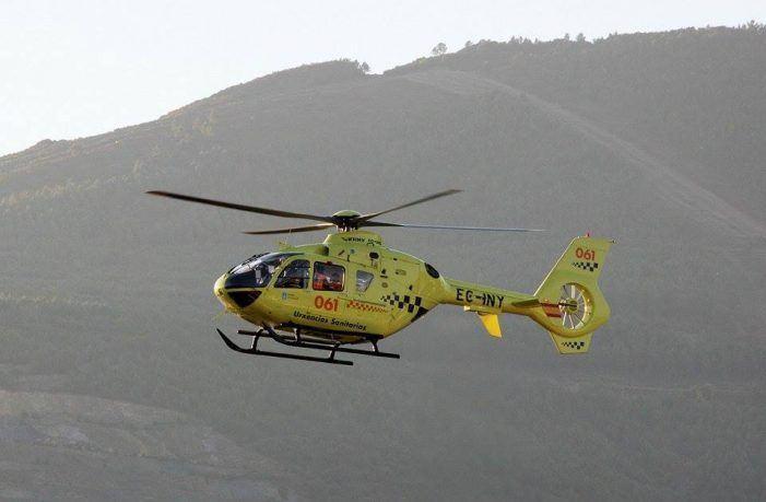 Un operario, evacuado en helicóptero despois de cortarse mentres traballaba en Coristanco