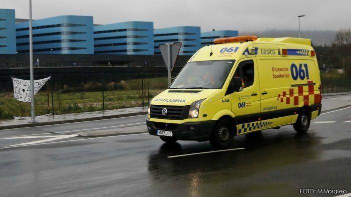 Un operario, evacuado a Vigo tras ser golpeado por un tronco en Fornelo de Montes
