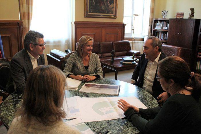 A presidenta da Deputación presenta ao alcalde de Soutomaior o proxecto de musealización do castelo