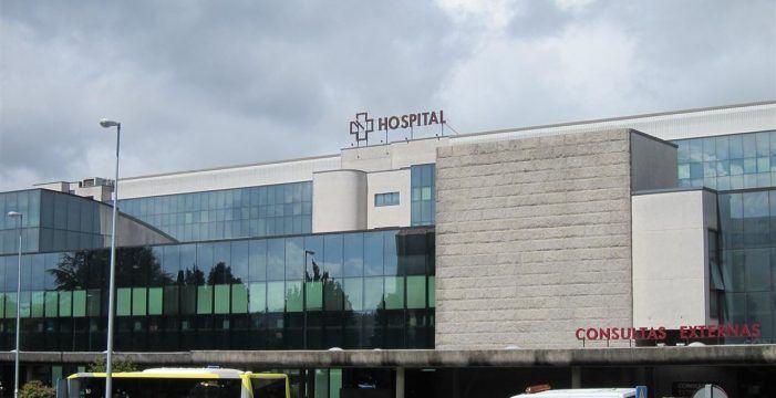 Alertan que a área sanitaria afronta a terceira vaga con gromos nos tres hospitais