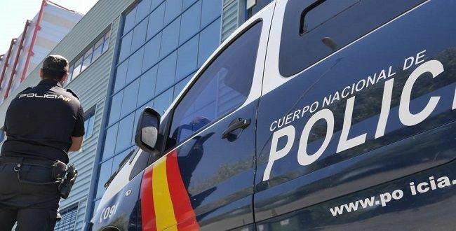 La Policía Nacional detiene a dos personas por ocultar a migrantes en su caravana para su traslado final a Reino Unido