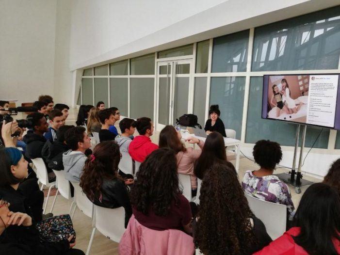 Un cento de estudantes fórmanse no Gaiás en retrato fotográfico e o seu material será exposto no 'Día dos Museos'