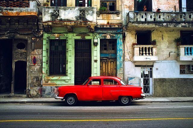 Más españoles en Cuba que cubanos en España