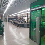 OCU analiza medidas sanitarias en supermercados: aprueban a la entrada, deben mejorar en el interior
