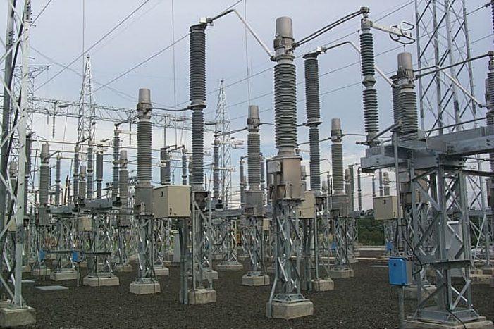 Las eléctricas, obligadas a cambiar de nombre tras haber sido denunciadas por OCU ante la CNMC