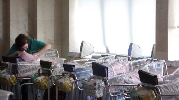 España necesita 5.000 matronas e matrones máis para coidar á muller como se merece