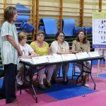 Docentes da EU de Enfermaría achegan ás mariscadoras boas prácticas en materia de saúde