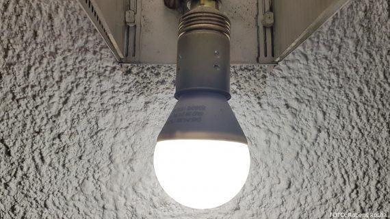 A factura da luz do usuario medio é hoxe 40 euros máis cara que hai 15 anos: subiu un 92%