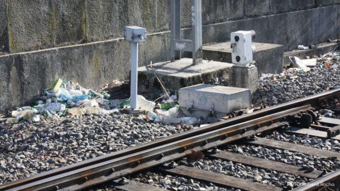 Unha avaría na catenaria detén a dous trens con 160 persoas a bordo en Ourense