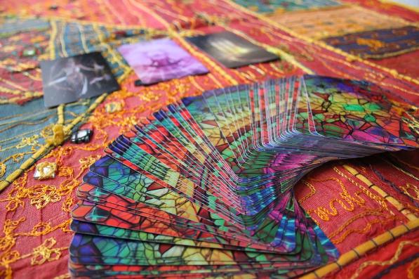 El arte de la adivinación a través de la lectura del tarot y la videncia