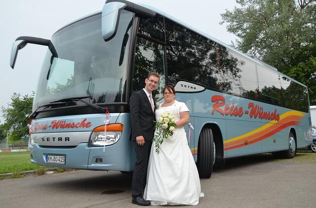 Ventajas de alquilar autobuses para una boda