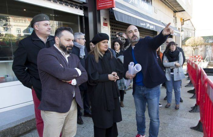 """Carmela Silva visita en Gondomar as obras da praza da Paradela, """"unha actuación de referencia para devolver o espazo público á xente"""""""