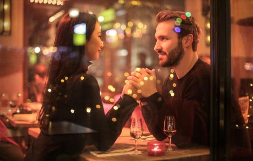 ¿Qué opiniones tienen los usuarios sobre Alicia Collado y sus amarres de amor?