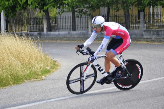 El reto de elegir correctamente la bici de carretera y el equipamiento ciclista