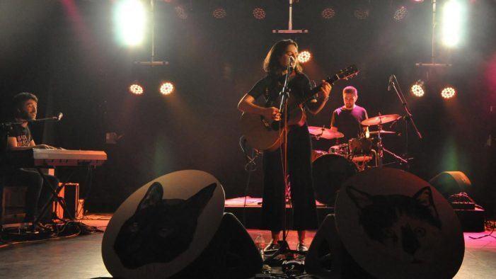 A Universidade dá a benvida á primavera coa música de Santi Araújo e Cora Velasco
