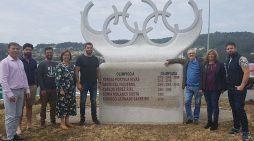 Cangas homenaxea ao deporte olímpico da vila cunha escultura da Escola de Cantería da Deputación