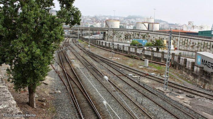 A Policía Nacional de Vigo detén a dous homes cando tentaban levar unha gran cantidade de cable de tendido eléctrico das instalacións ferroviarias de Guixar