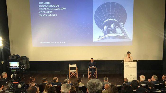 Recoñecemento do Colegio Oficial e da Asociación Española de Ingenieros de Telecomunicación a dous estudantes da Universidade de Vigo