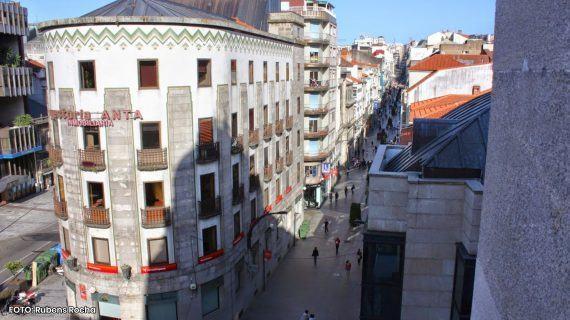 Tentan facer varios furtos no Centro de Vigo pero saíulles mal