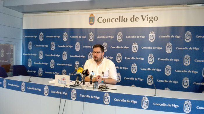 """Xabier P. Igrexas: """"Vigo está saturada de grandes áreas  comerciais en proceso de desertización"""""""