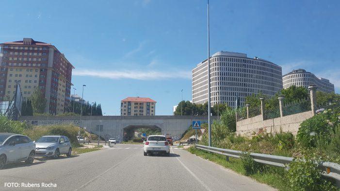 Un motorista resulta ferido despois de precipitarse desde unha ponte en Vigo