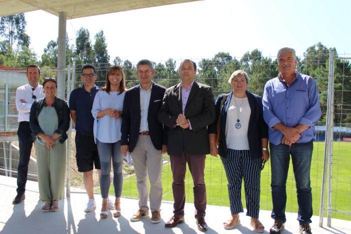 """Santos Héctor supervisa en Mondariz as """"demandadas"""" obras de mellora dos campos municipais de fútbol da Lagoa"""