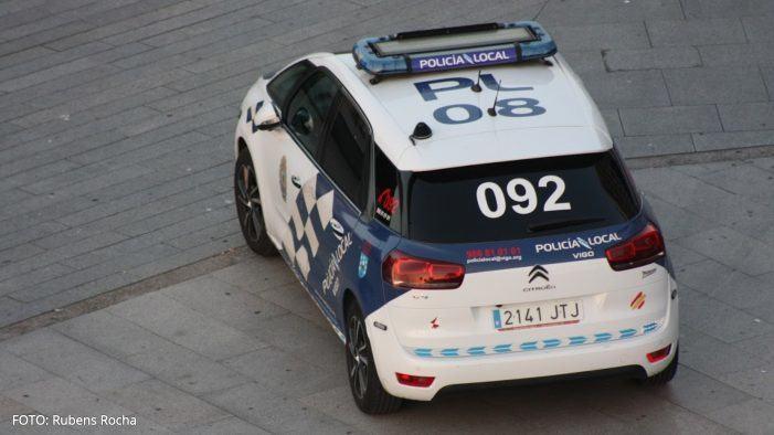 A Policía Local intercepta a un individuo no seu coche e este supostamente non ten permiso