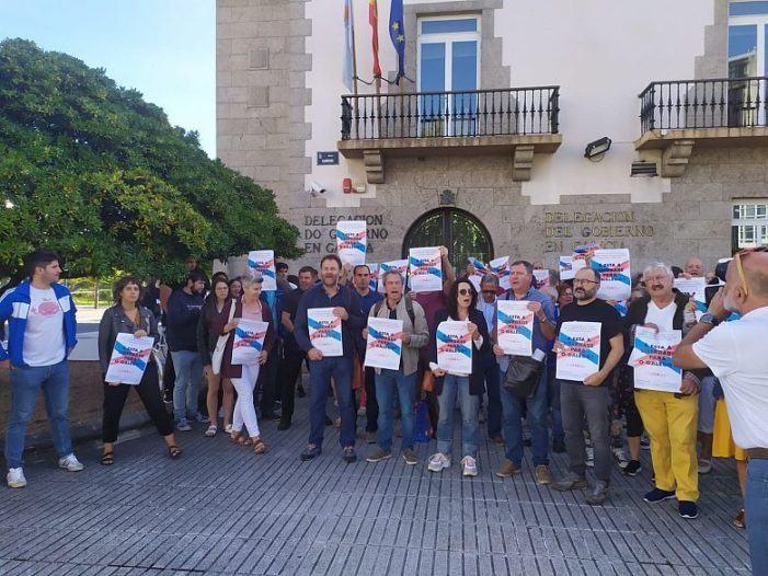 Concentración contra a negativa do Ministerio a premiar traballos universitarios en galego