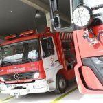 Os bombeiros acoden a Salvaterra de Miño para liberar a unha condutora atrapada entre o seu coche e unha columna
