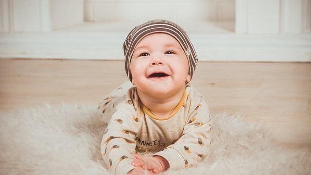 Cómo enseñar a andar a un bebé: Guía con consejos