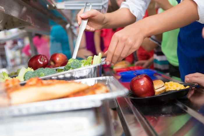 Advirten exceso de hidratos e carne nos menús escolares