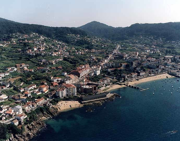 A Xunta recibe ofertas de 13 empresas para executar unha senda na estrada PO-551 entre Trasouto e o Alto da Portela, en Bueu, que suporá un investimento autonómico de 643.000 euros