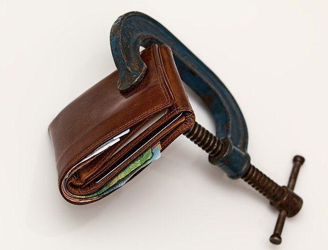 Cómo afrontar deudas pendientes sin endeudarse más en el intento