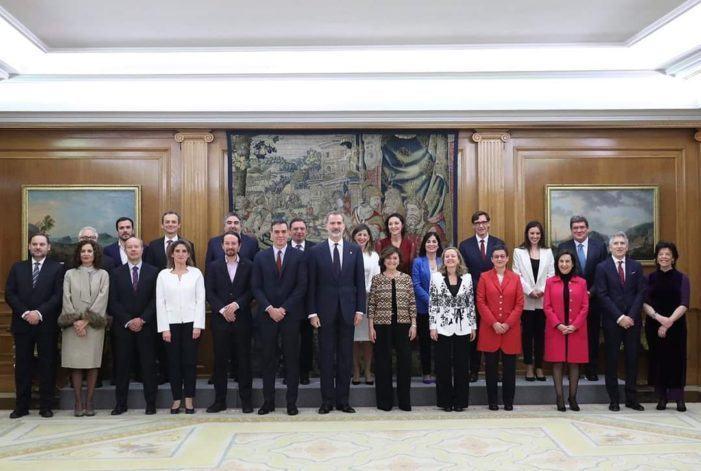 Pedro Sánchez asiste a la promesa de los miembros del Ejecutivo ante el Rey