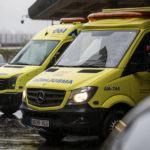 Un motorista resulta ferido de consideración ao colidir a súa moto contra un camión en Bergondo