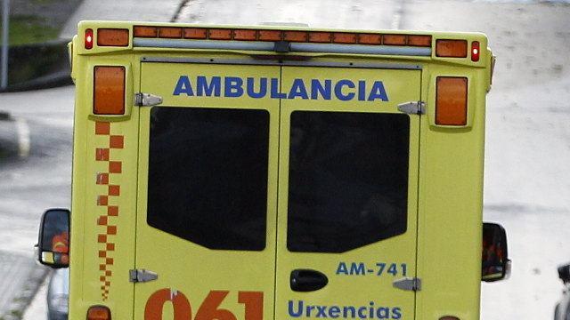 Un adiantamento foi a causa pola cal un camión colidiu contra dous turismos en Culleredo