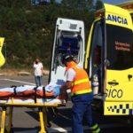 Dúas persoas feridas, unha delas evacuada en helicóptero, nunha colisión entre unha moto e un coche en Mondariz
