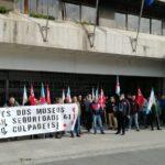 Vixilantes dos museos de Vigo reclaman o pago das débedas cunha protesta diante do Concello